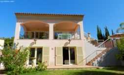 Costa: Freistehende Villa mit privatem Pool und kleinem Garten: Pflegeleicht und praktisch