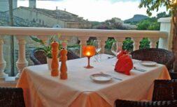 Verkauf: Dorf-Restaurant mit Dachgarten und Gewölbe-Gastraum