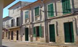 Langzeitvermietung – DH 118 — Saniertes Dorfhaus mit Garage in Santanyi