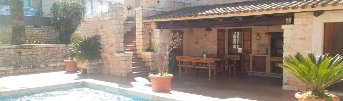 Bild zum Objekt: Möbliert oder unmöbliert: 160m² Chalet mit 4 Zimmern und Pool