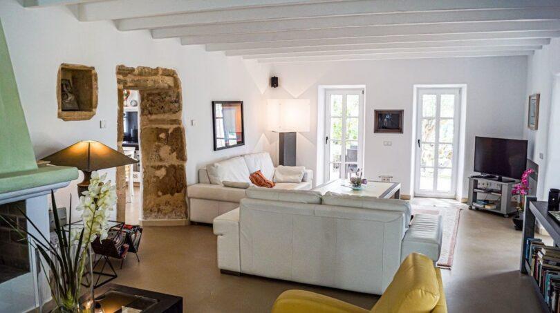 Wohnzimmer mit Kamin...