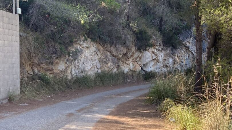 Die Straße zum Grundstück