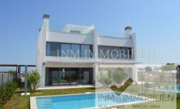 Neubau-Doppelhaushälfte mit Pool und Garten in Puig de Ros