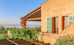 Mediterrane Finca mit 2 SZ, Turmzimmer, Außenküche und 270° Panoramablick in idyllischer Natur