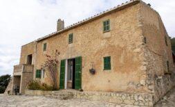 Außergewöhnliche Immobilie: ca. 334.470 m² Land mit historischem Finca-Haus