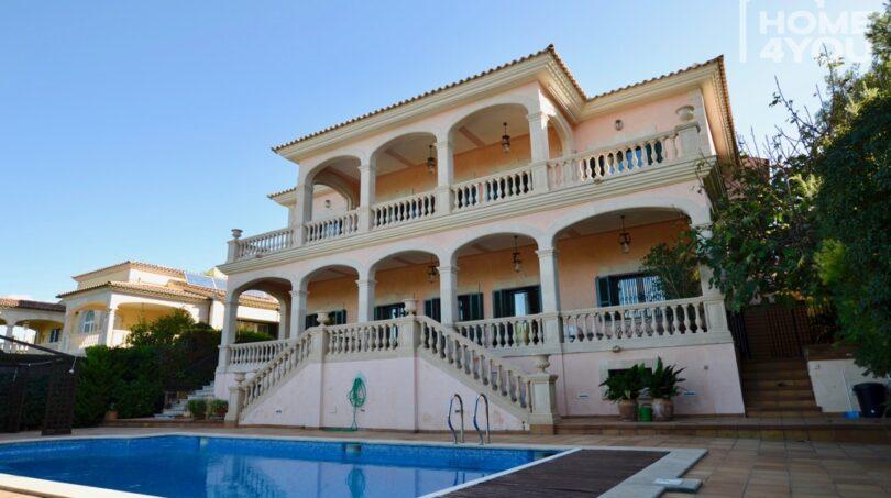 Villa + Pool