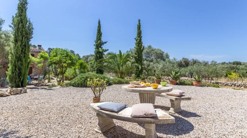 Weitere Sitzecke im Garten...