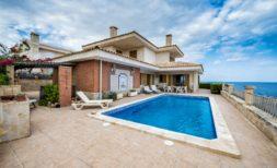 Extravagante Villa mit Ferienvermietungslizenz mit Meerblick in Porto Cristo zu verkaufen