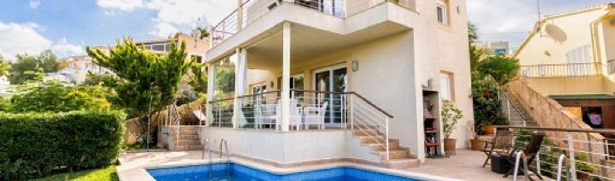 Bild zum Objekt: 208m² Haus mit 4 SZ, 3 Bädern, Pool & V.-Lizenz zum Verkauf