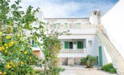 Viele Nutzungsmöglichkeiten: Gepflegtes Haus mit 6 SZ, großem Patio & Vermietungslizenz!