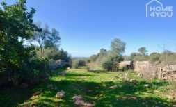 Zentrales Baugrundstück, 15.400 qm, alte Steinmauern und unweit Strand, Meerblick, leichte Hanglage