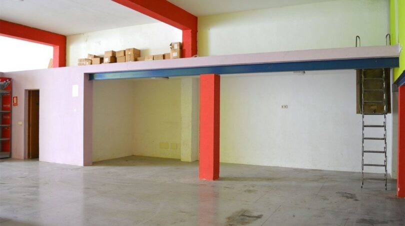 Halle: Erdgeschoss mit Lagerfläche