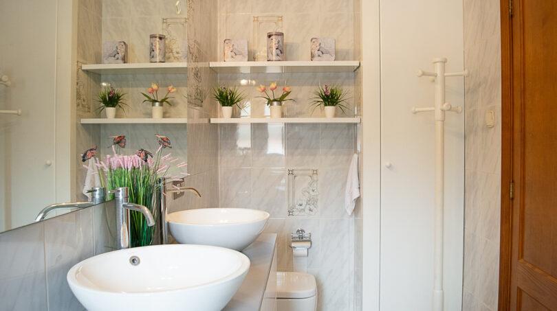 Modernes Badezimmer...