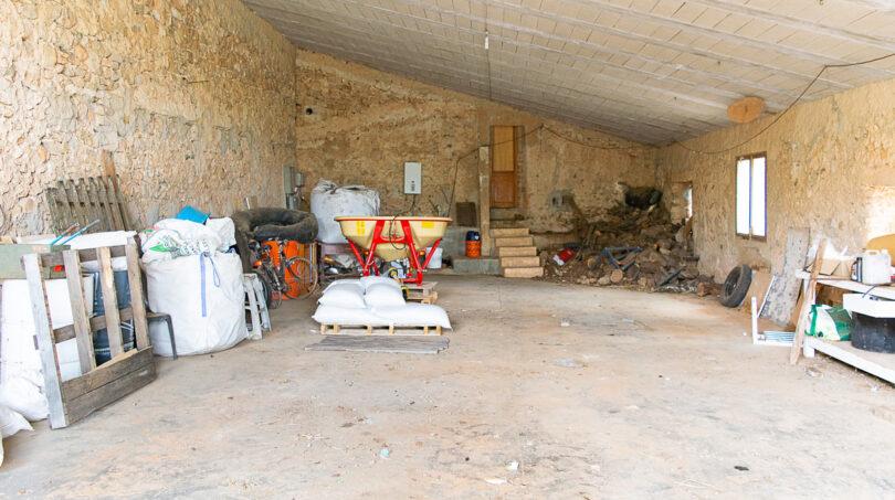 Sehr große Garage mit Werkstatt