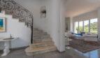 ...und elegantes Treppenhaus