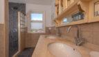 ...und mit Bad en Suite mit Dusche...