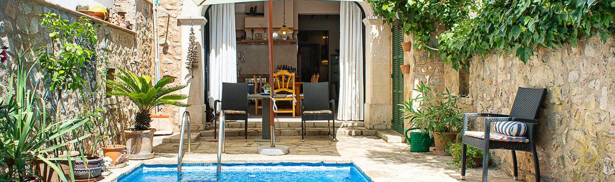 Bild zum Objekt: 165m² Stadthaus zum Verkauf: 5 Zimmer, 2 Bäder, Patio mit Pool