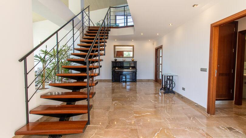 ... eleganter Treppe
